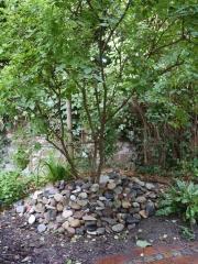 Gedenksteine im Hospizgarten